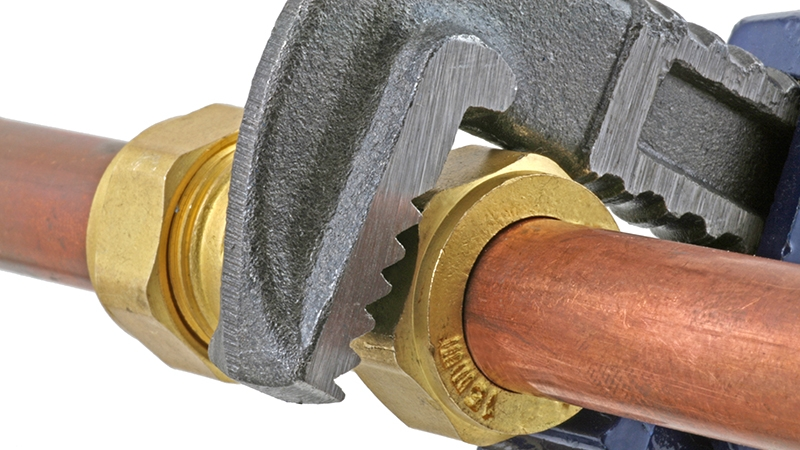 pipe wrench om fitting